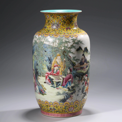 A FAMILLE ROSE VASE WITH THE MARK