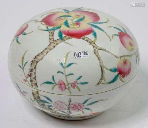 Boîte ronde en porcelaine polychrome de Chine au d…