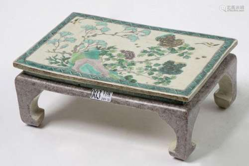 Table rectangulaire miniature en porcelaine polych…