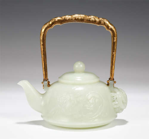 CHINESE JADE DRAGON PATTERN POT WITH GILT LOOP HANDLE