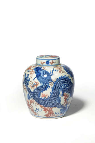 A CHINESE BLUE AND UNDERGLAZE RED DRAGON PATTERN PORCELAIN JAR