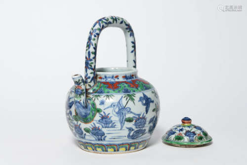 A BLUE AND WHITE MULTICOLORED PORCELAIN TEAPOT