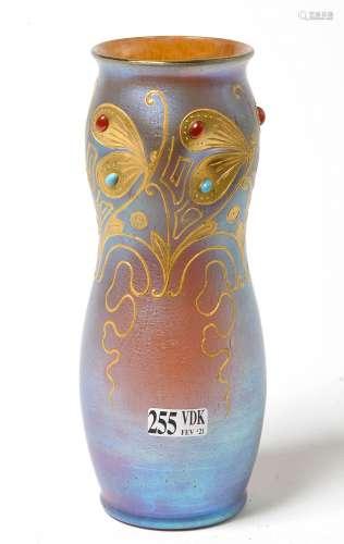 Vase en cristal irisé bleu à décor de