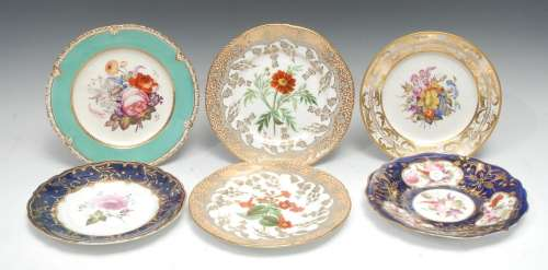 A Derby circular dessert plate, well-painted with a bouquet ...