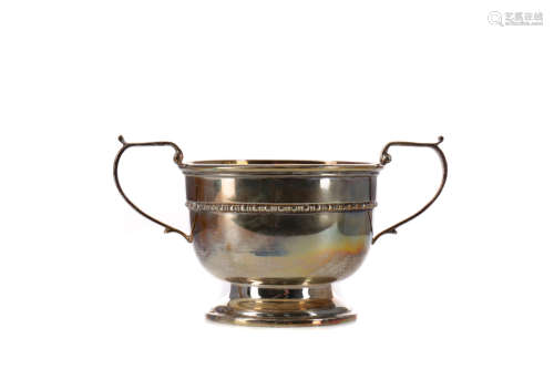 A GEORGE V SILVER SUGAR BOWL & CREAM JUG