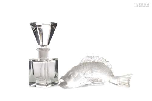 A LALIQUE STYLE MOULDED GLASS FISH AND AN ART DECO PERFUME B...