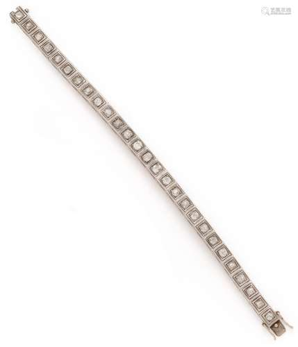 Bracelet ligne en or gris (750/1000) composé de 27 motifs ca...