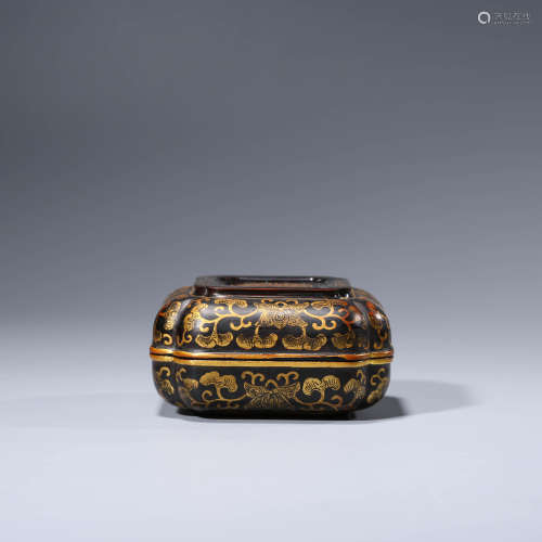 A CHINESE LACQUER RECTANGLE POWDER BOX AND COVER