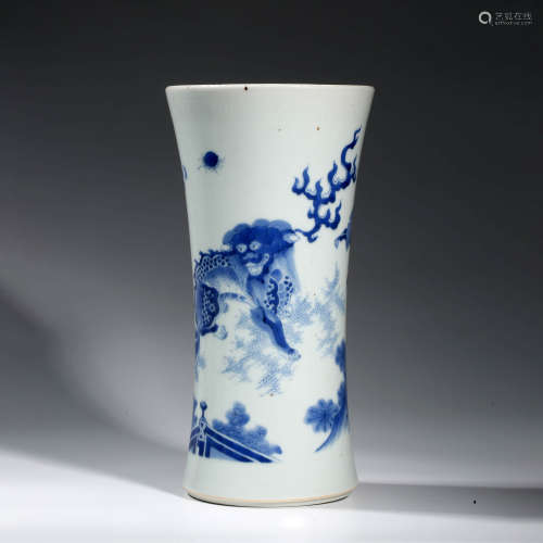 A CHINESE PORCELAIN BLUE AND WHITE ANIMAL BRUSH POT