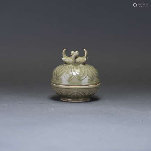 A YAOZHOU CARVED CONTAINER WITH COVER