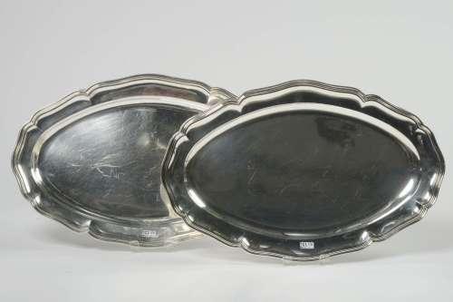 Paire de grands plats ovales chantournés en argent 900/1000è...