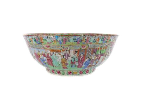 A LARGE LATE 19TH CENTURY CHINESE FAMILLE ROSE BOWL