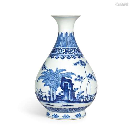A fine blue and white vase, yuhuchunping Seal mark and perio...