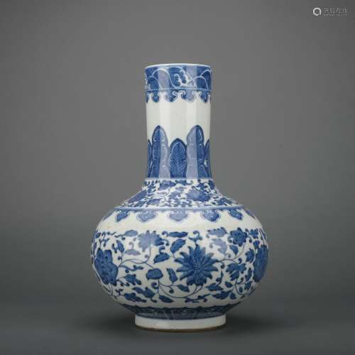A blue and white 'floral' vase