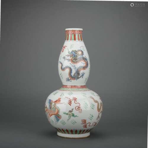 A Wu cai 'dragon' gourd-shaped vase