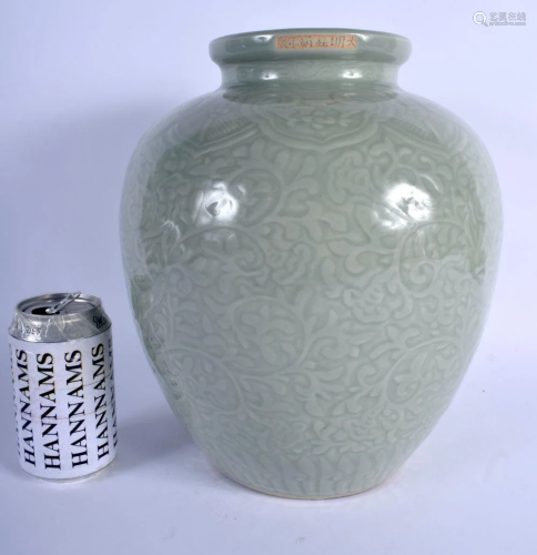 A RARE LARGE 18TH/19TH CENTURY CHINESE CELADON BULB…