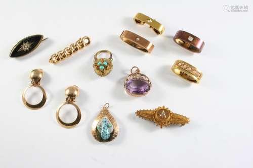 A QUANTITY OF JEWELLERY including an amethyst and 9ct gold f...