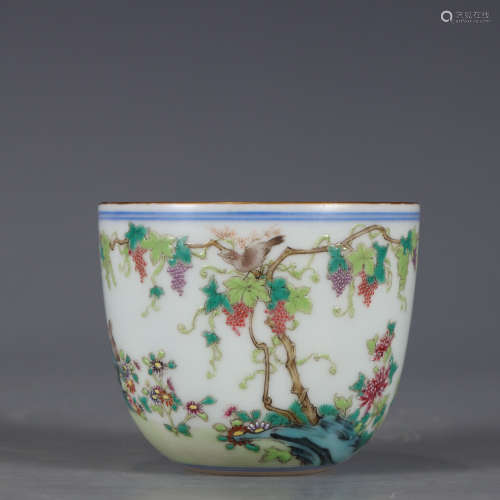 A famille rose grapevine cup