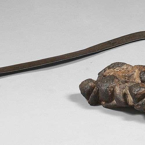 Lot composé d'une arme de jet Poto (Congo) en fer …