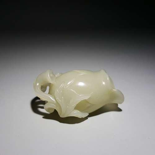 A Carved Hetian Jade Floral Tea Scroop