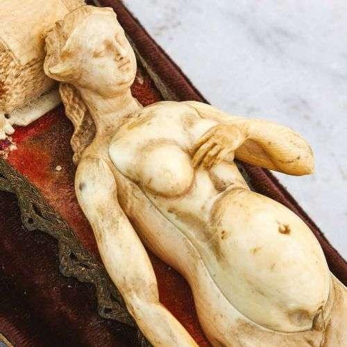 Mannequin anatomique d'une femme enceinte de jumea…