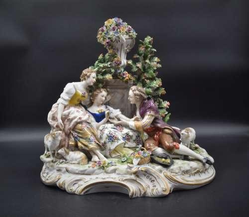 Groupe romantique en porcelaine de Capodimonte. (quelques pe...