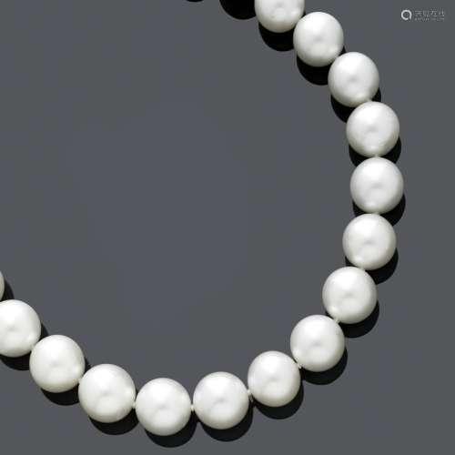 COLLIER DE PERLES.Collier élégant, composé de 24 perles de c...