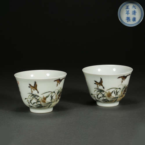 A pair of Chinese pastel cups