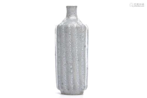Chinese Crackle Glazed Porcelain Snuff Bottle
