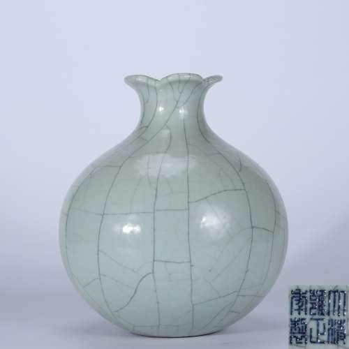 chinese ge kiln porcelain pomegranate-form vase