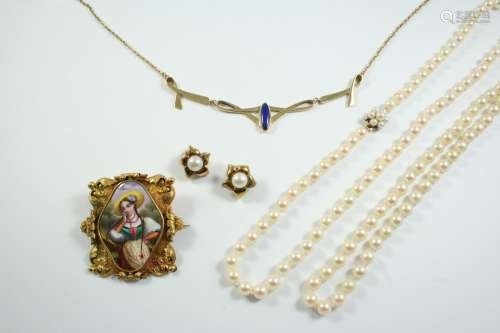 A QUANTITY OF JEWELLERY including two cultured pearl necklac...