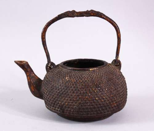 AN EARLY CHINESE BRONZE CIRCULAR KETTLE, with swing handle, ...