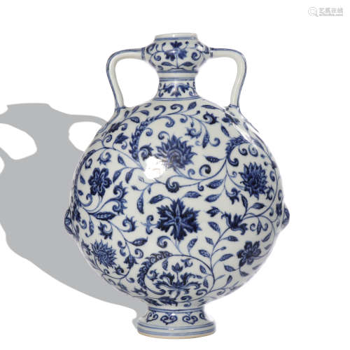 A blue and white 'floral' moonflask