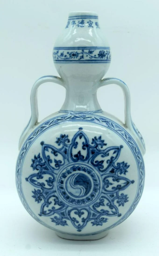 A Chinese blue and white porcelain moon flask decorated