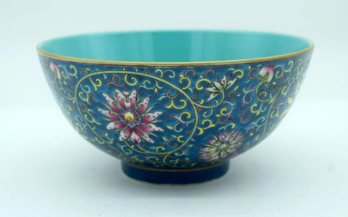 A Chinese polychrome porcelain bowl decorated with