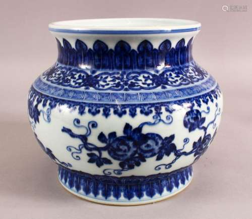 A CHINESE BLUE AND WHITE PORCELAIN PLANTER / VASE, 19cm high...