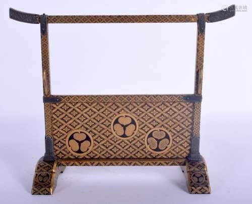 A FINE AND RARE 18TH CENTURY JAPANESE EDO PERIOD GOLD LACQUE...