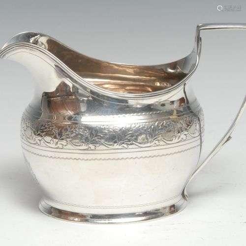 Un pot à crème en forme de bateau en argent George III, grav...