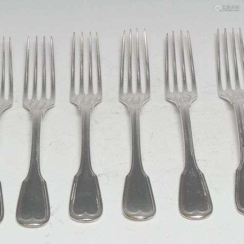Un ensemble de douze fourchettes à dessert en argent alleman...