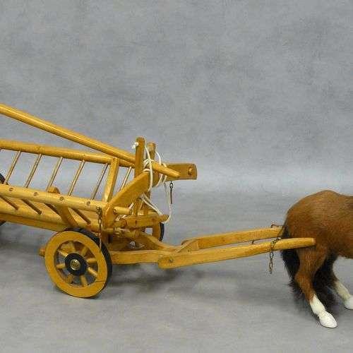 un jouet charriot à foin en bois - L 70 cm; joint un cheval ...