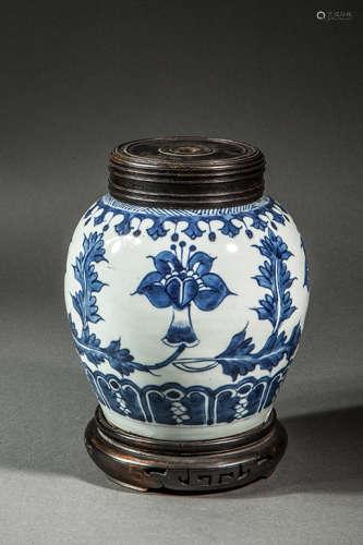 清代青花瓷罐配木制罐盖与底座