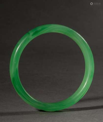 Bracelet jonc en pate de verre soufflé translucide. Chine. Diam 8cm.