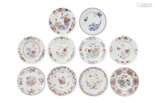 Chine, Compagnie des Indes, XVIIIe siècle  Lot de 10 assiettes rondes et polylobées en porcelaine et émaux