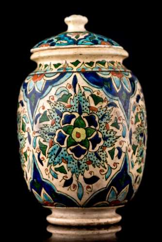 Vase lanterne couvert en faïence Iznik
