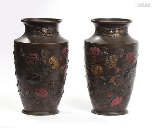 Japon, période MeijiPaire de vases de forme bal...