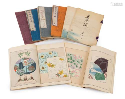 Japon, période Meiji (1868 1912)Lot de huit liv...