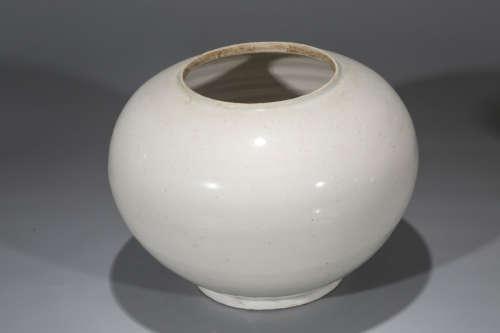 Chinese white glaze porcelain jar.