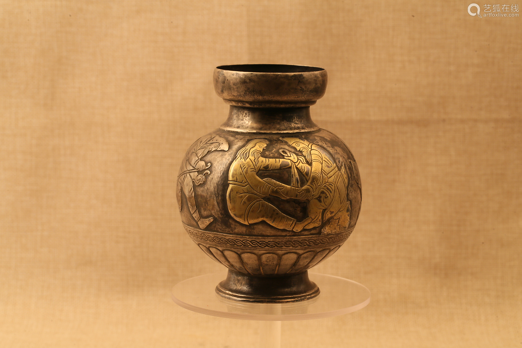 7-9TH CENTURY, A SOLDIER'S LIFE PATTERN GILT SILVER VASE,TANG DYNASTY