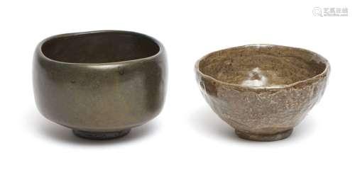 Lot de deux bols à thé chawan dans des boîtes: un …