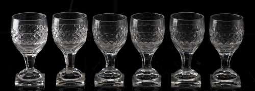 Ensemble de 6 verres en cristal taillé à motif pointe de diamant. Epoque [...]